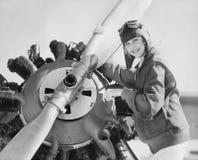 Portret van vrouw met vliegtuigpropeller (Alle afgeschilderde personen leven niet langer en geen landgoed bestaat Leveranciersgar royalty-vrije stock fotografie