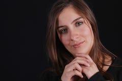 Portret van vrouw op zwarte stock afbeelding