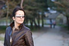 Portret van vrouw in park royalty-vrije stock foto