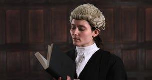 Portret van vrouwelijke advocaat stock footage