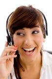 Portret van vrouwelijke klantenzorg die opzij eruit ziet Stock Foto's