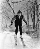 Portret van vrouwelijke skiër (Alle afgeschilderde personen leven niet langer en geen landgoed bestaat Leveranciersgaranties dat  Stock Foto's