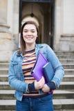 Portret van Vrouwelijke Universitaire Student Standing Outside Building royalty-vrije stock foto