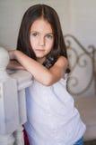 Portret van weinig leuk meisje stock afbeeldingen