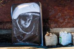 Portret van Yuri Gagarin bij het openen van het planetarium royalty-vrije stock afbeelding