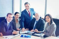 Portret van zakenlui in conferentieruimte royalty-vrije stock foto