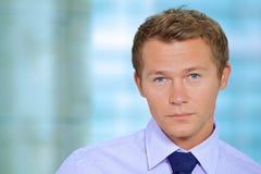 Portret van zakenman op kantoor Stock Foto's
