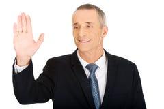 Portret van zakenman wat betreft het abstracte scherm royalty-vrije stock fotografie