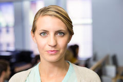Portret van zekere vrouwelijke leraar royalty-vrije stock foto's