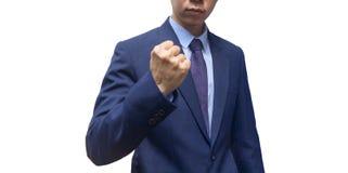 Portret van zekere zakenman in rode bokshandschoenen die zich tegen zwarte achtergrond bevinden royalty-vrije stock fotografie