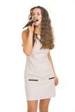 Portret van zingende jonge vrouw stock fotografie