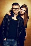 Portret wspaniali miedzianowłosi moda bliźniacy w czerni ubraniach Obraz Royalty Free