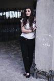 Portret wyśmienita piękna młoda dziewczyna w czerwonej bluzce kawaler Obrazy Stock
