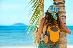 Portret Young woman with backpack enjoying sunny day. Royalty Free Stock Images