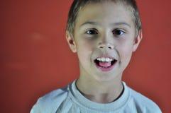 Portret z podnieceniem mała chłopiec Zdjęcie Royalty Free