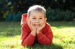 Portret zadumana i marzycielska chłopiec Obrazy Stock