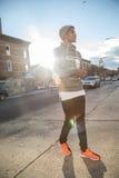 Portret zadumany, młody murzyn w mieście, - NYC Fotografia Royalty Free