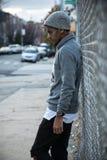 Portret zadumany, młody murzyn w mieście, - NYC Obrazy Stock