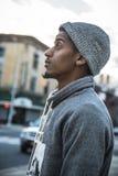 Portret zadumany, młody murzyn w mieście, - NYC Obraz Royalty Free