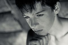Portret zadumany, poważny, nastolatek Obraz Royalty Free