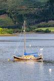 Portret zakotwiczająca żaglówka przy Glencoe Zdjęcie Royalty Free