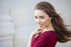 Portret zamknięty młoda piękna brunetki kobieta up fotografia stock