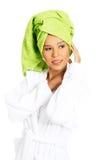 Portret zawijający w ręczniku z turbanem na hea atrakcyjna kobieta fotografia royalty free