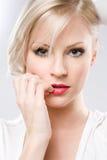 Portret zmysłowa młoda blond kobieta. zdjęcia stock