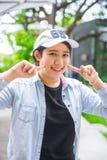 Portreta ślicznego młodego niewinnie azjatykciego nastoletniego uśmiechu hapy wyrażenie zdjęcia royalty free