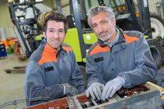 Portreta dwa męscy mechanicy Fotografia Stock
