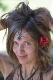 Portreta hipisa piękna dziewczyna w naturze, zamyka up Obrazy Stock
