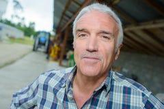 Portreta mężczyzna na gospodarstwie rolnym Obrazy Stock