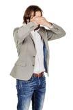 Portreta młody biznesmen zakrywa jego oczy z jego ręka emot obraz royalty free
