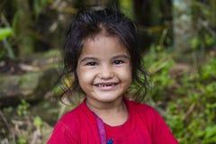 Portreta nepalski dziecko na ulicie w Himalajskiej wiosce, Nepal Zdjęcia Royalty Free