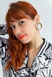 portreta rudzielec kobiety potomstwa Headshot Pokazuje kolczyka Obraz Royalty Free