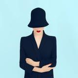Portretdame in een modieuze hoed Stock Afbeelding