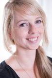 Portretjongelui, blonde, aantrekkelijke vrouw Stock Fotografie