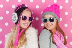 Portretmeisjes in de winter Stock Afbeeldingen
