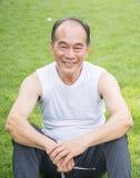 Portretportret van een hogere mens in openlucht Stock Fotografie