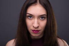 Portretten mooi meisje in de studio royalty-vrije stock afbeeldingen