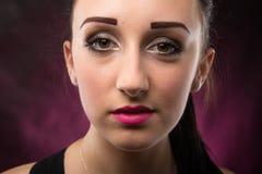 Portretten mooi meisje in de studio stock fotografie