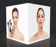 Portretten van mooie vrouw aan de kanten van witte kubus stock afbeeldingen