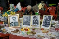 Portretten van veteranen in kaders gezet op een lijst stock foto