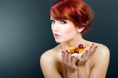 Portrettering van schoonheids jonge vrouwelijke modelvrouw Royalty-vrije Stock Foto's