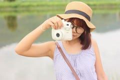 Portretvrouwen die fotografie nemen Royalty-vrije Stock Afbeeldingen