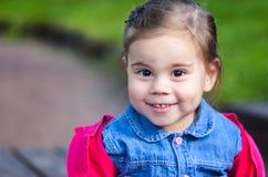 Portriat śliczna mała smilling dziewczyna Zdjęcie Royalty Free