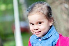 Portriat śliczna mała smilling dziewczyna Fotografia Stock