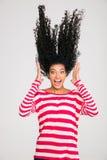 Portriat der erschrockenen afroen-amerikanisch schreienden Frau Stockbilder