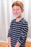 Portriat kleine jongen die in camera glimlachen Royalty-vrije Stock Afbeeldingen