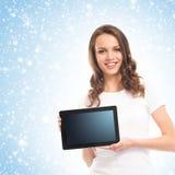 Portrit de una mujer joven que sostiene una tableta Foto de archivo